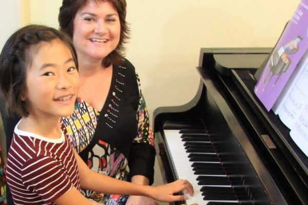 EP09: Lori Bastien - On her holistic piano methodology